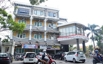 Jl. Jakarta no 38 MalangTelp. 0341-587844